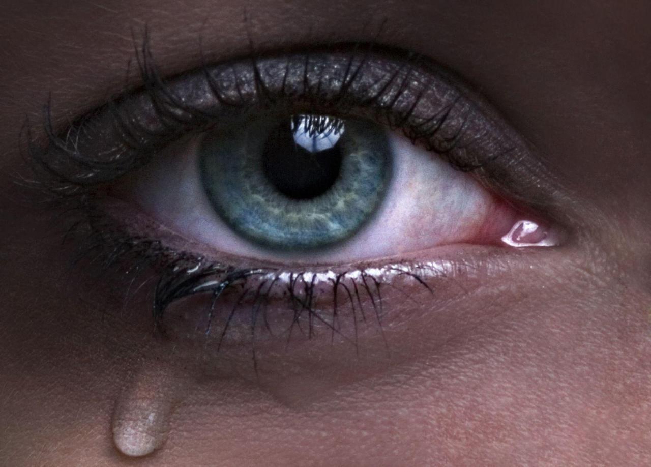 صورة صور عيون حزينة تقطع القب , اصعب صور لعيون حزينه لازم تخليك تتاثر بيها 3401 3