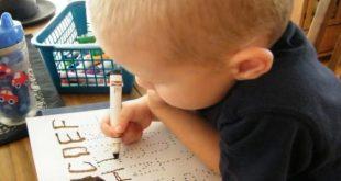 صورة كيفية تعليم الاطفال الكتابة , علمي طفلك الكتابه بطرق بسيطه وسهله