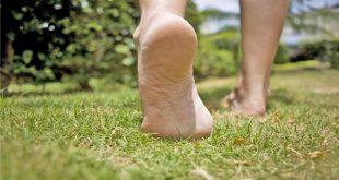 صورة المشي حافية القدمين في المنام , تفسير رؤى المشى حافية القدمين فى المنام
