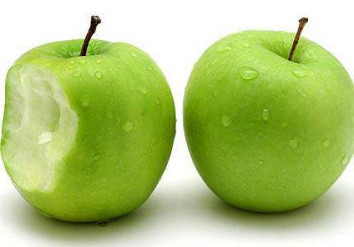 صورة هل تعاني من مرض السكر تناول تفاحة وتعرف علي الفوائد , فوائد التفاح الاخضر لمرضى السكر 764 2
